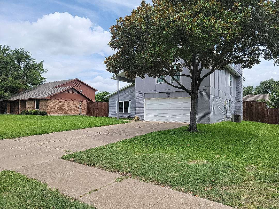 Richardson, TX - Looking for the source of a roof leak to repair.