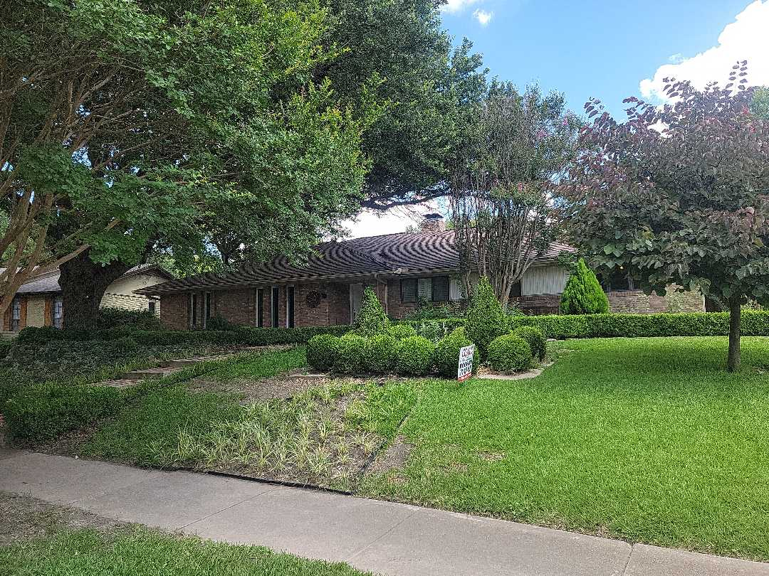 Celina, TX - Using a HAAG certified shingle gauge to determine the quality of the current shingle on this house. The insurer says it is a 30 year shingle, but it is definitely a 40 year shingle.