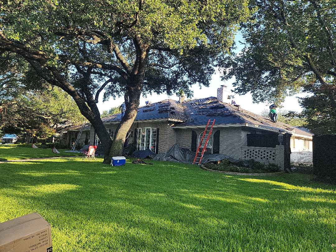 Dallas, TX - Replacing this GAF weathered wood roof with a GAF HDZ Charcoal roof in far north Dallas.