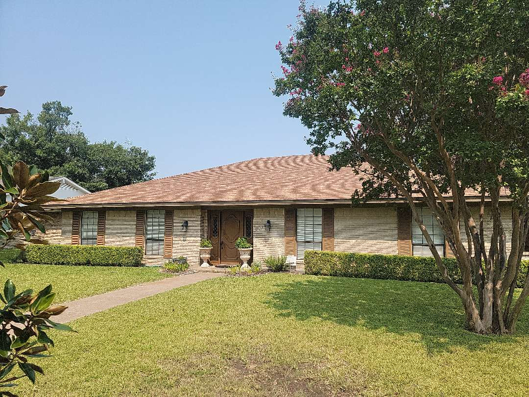 Richardson, TX - Looking at this roof in order to give a free estimate for replacement.