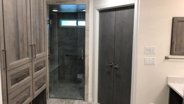 Dallas, TX - Bathroom remodeling, living room and porch remodeling