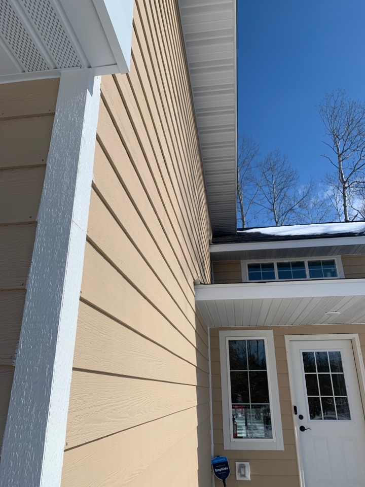 Nisswa, MN - New homes complicated rough lines call Advantage Seamless gutters to protect your investment for years to come do it right from the start