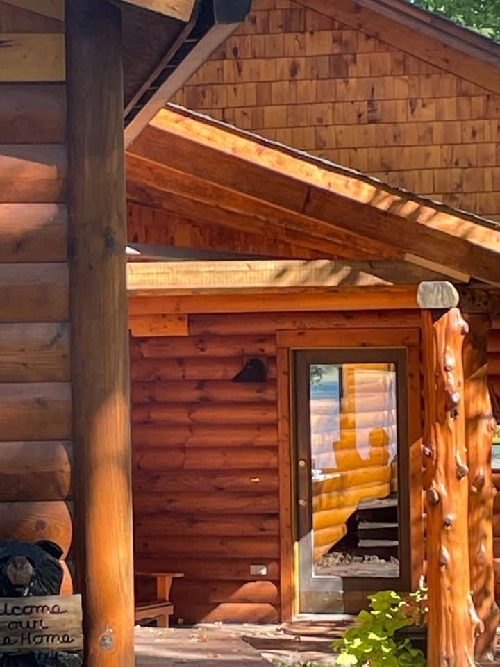 Nisswa, MN - Protecting log siding is critical call Advantage Seamless gutters to protect your home from damage 5 inch 6 inch Valor Gutters protection lake life it's better with it vantage seamless gutters Best and Gull Lake Best and Nisswa best Lakes area
