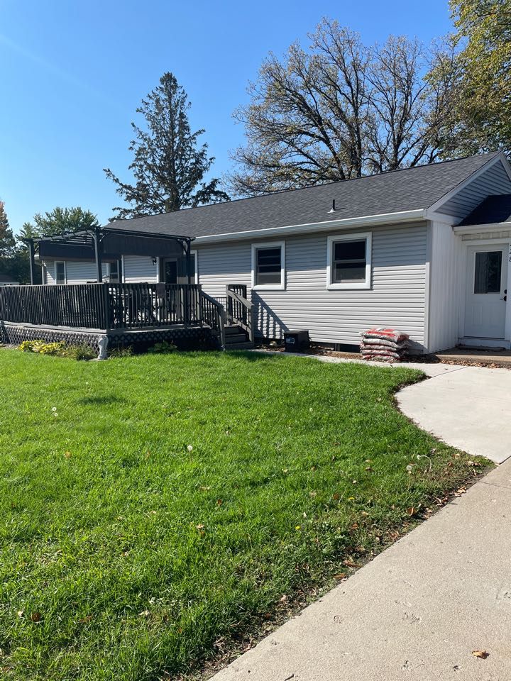 Brainerd, MN - Know more cleaning gutters. Use valor gutter protection. Call Advantage Seamless Gutters your lake area gutter experts. Brainerd and Fort Ripley.