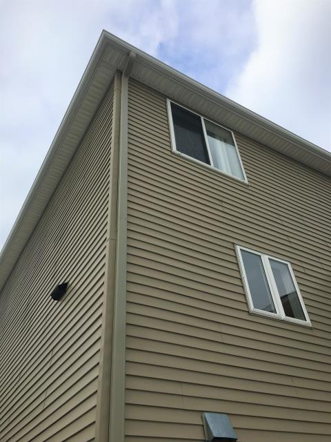 Cottage Grove, MN - Short or Tall, we gutter them all. Whether your project is a single story rambler or a three story walk out, Advantage Seamless Gutters will protect your home with custom seamless gutters. Don't wait, call us today and Experience the Advantage!