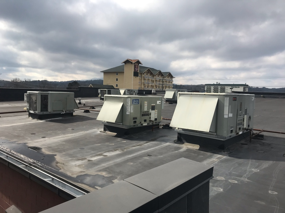 Knoxville, TN - Flat roof leaks on commercial roof system Harley Davidson in Pigeon Forge