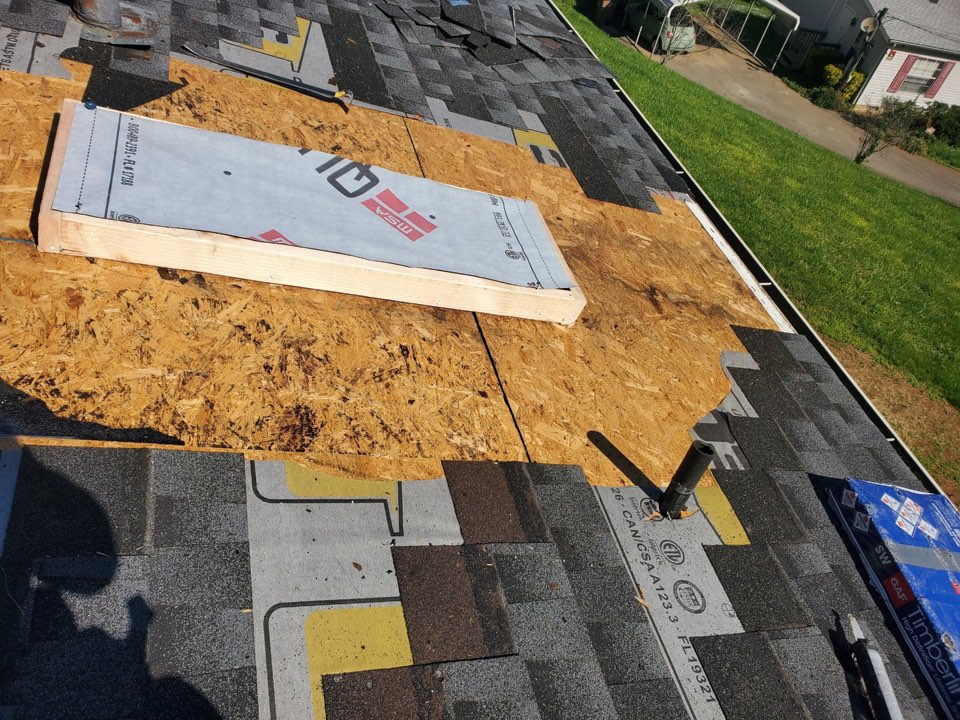 Knoxville, TN - Installing new skylight