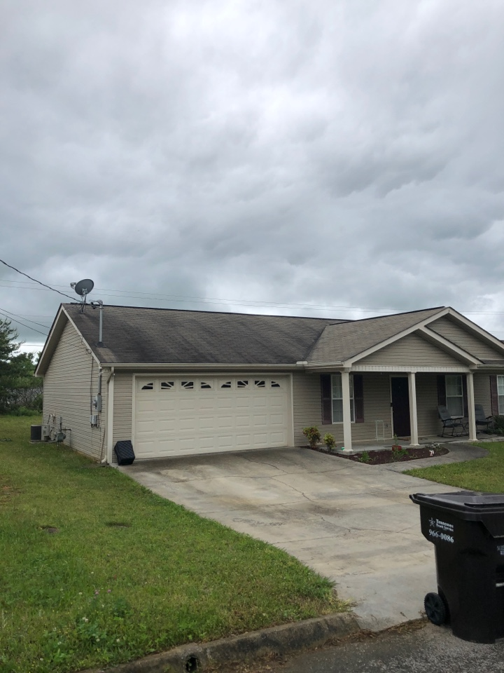 Powell, TN - Here to inspect this roof.