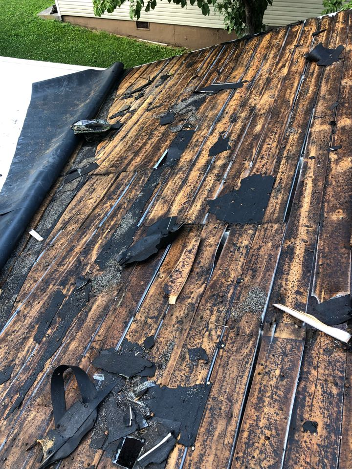 Knoxville, TN - Starting a roof replacement and decking replacement