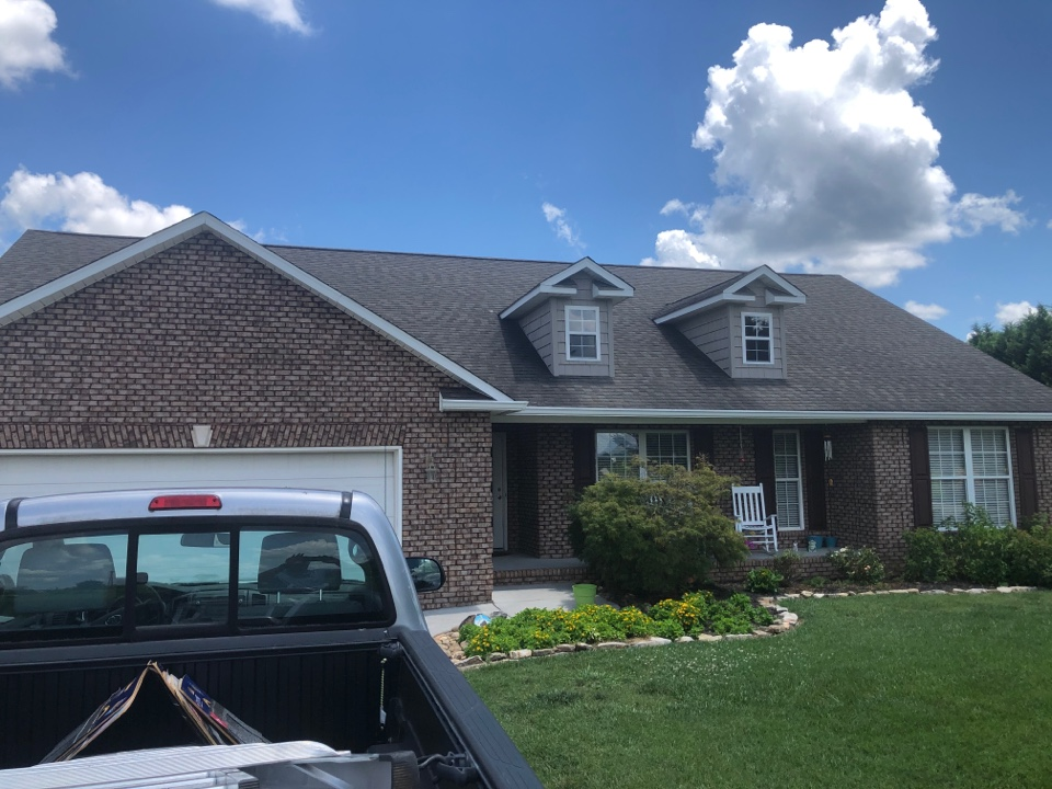 Maryville, TN - I'm here to inspect this roof and provide a free roof estimate. The home owner is interested in a new GAF timberline HDZ roof system with the golden pledge warranty.