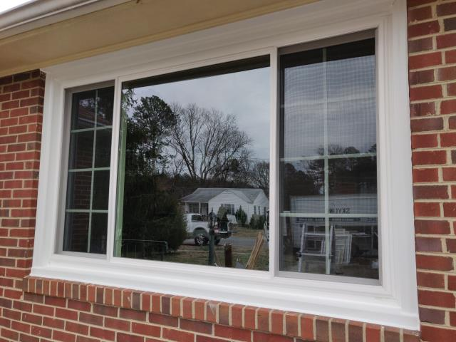 Richmond, VA - Beautiful new vinyl sliding windows installed in Lakeside. This design is made to maximize light while adding energy efficiency and functionality. These were installed with an easy slide track system for years of easy operation.