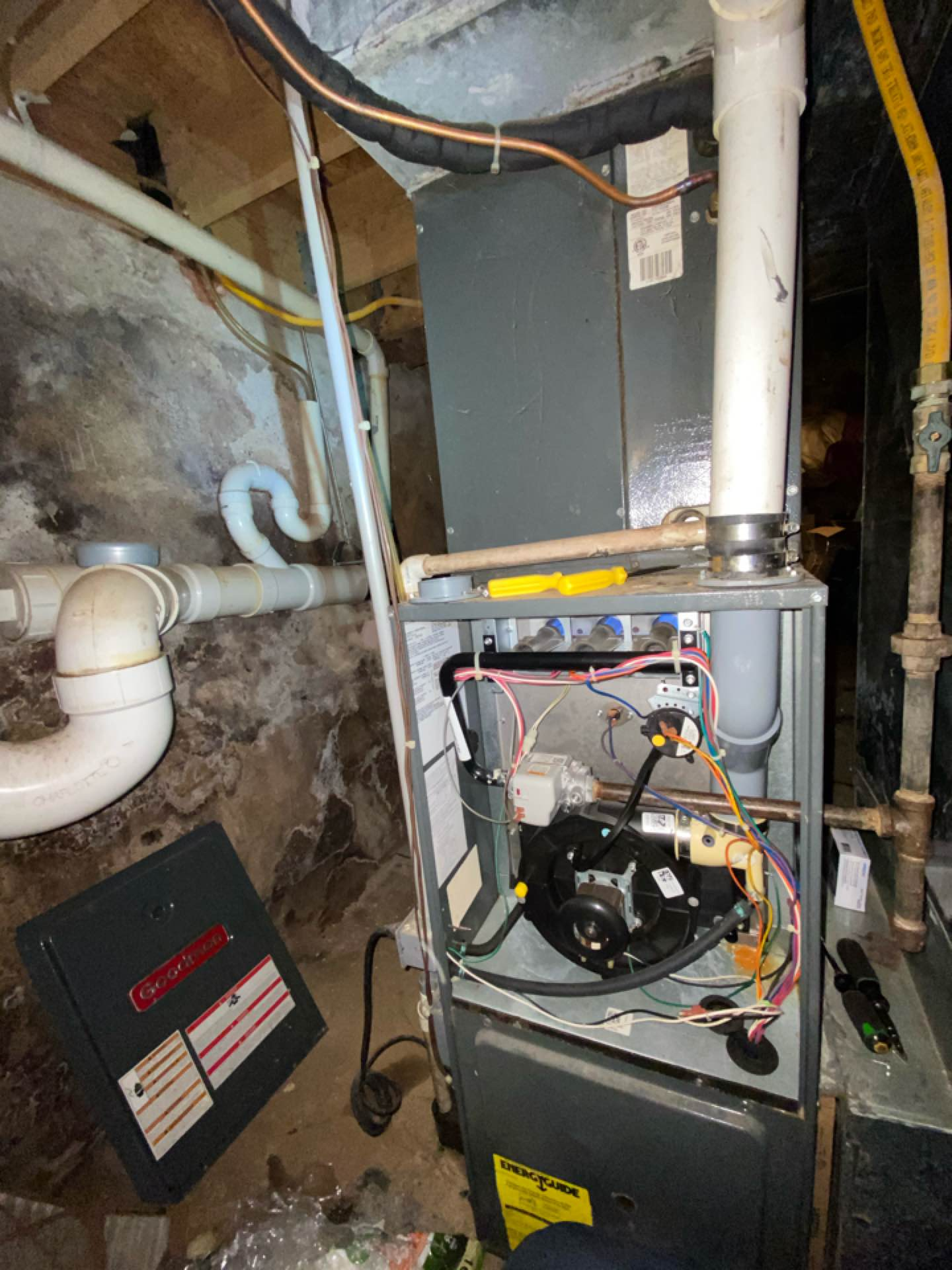 Philadelphia, PA - Install thermostat and made inspection for Goodman unit