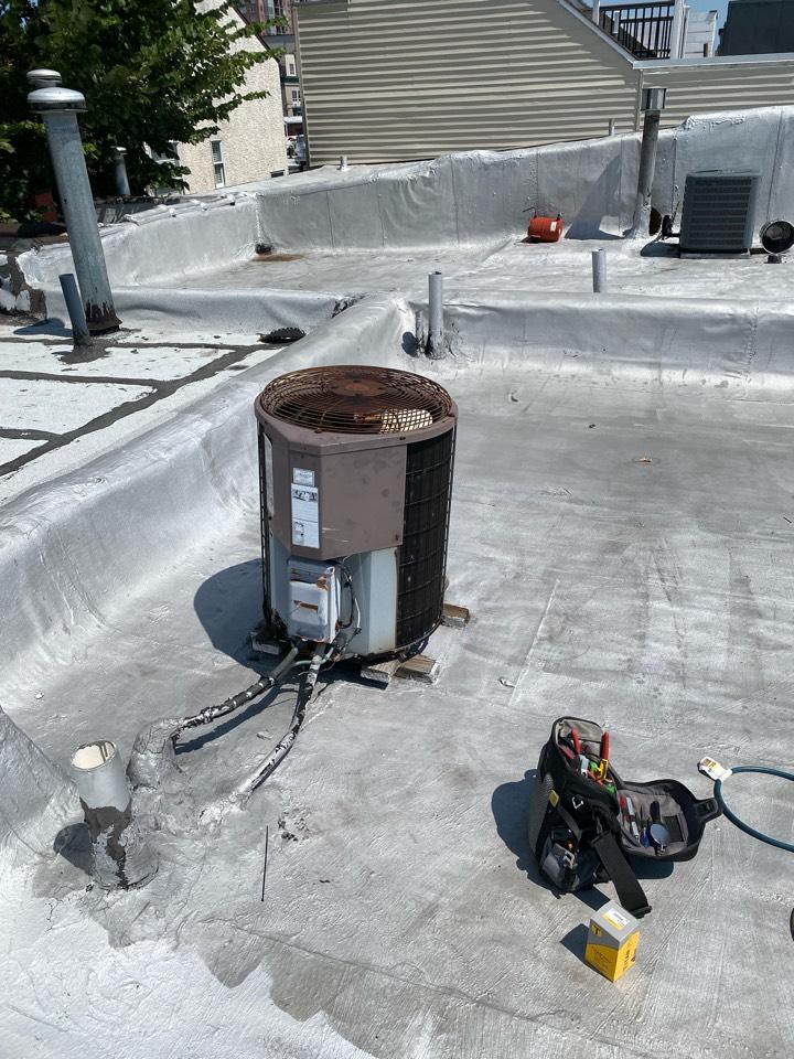 Philadelphia, PA - Perform leak search on Bryant A/C system .