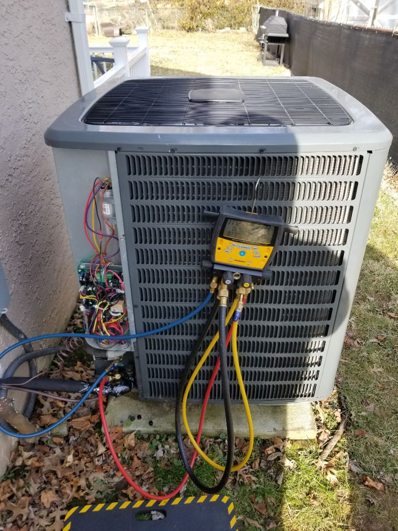 Willow Grove, PA - Heat pump service call in Willow Grove. Goodman heat pump is not working properly. check problem with Goodman heat pump - heat pump has a problem with refrigerant charge. charge heat pump with freon. check heat pump operation.
