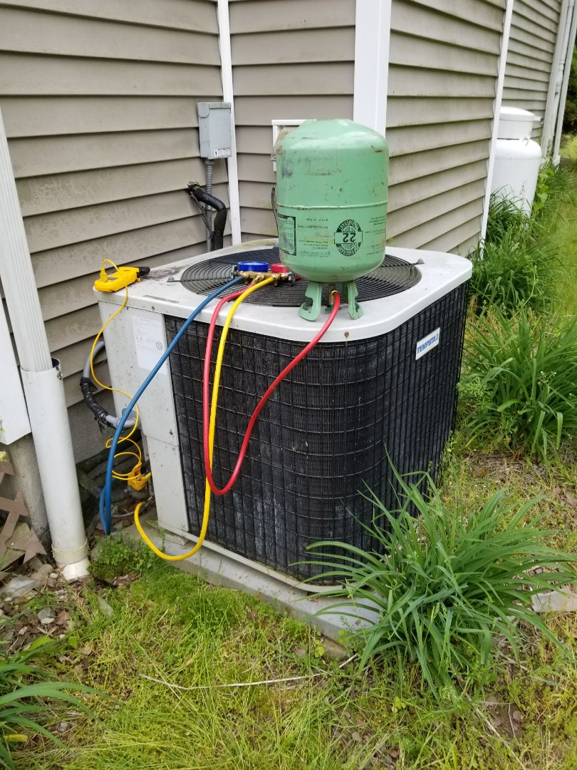 Lagrangeville, NY - System not cooling. Found low on freon, and discussed options. Added freon and put leak detection dye into system.