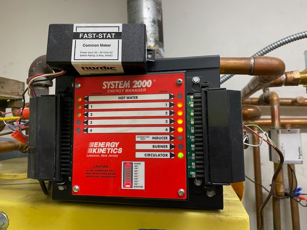 Clinton Corners, NY - Energy kinetics system 2000 oil boiler not heating and flashing 140.