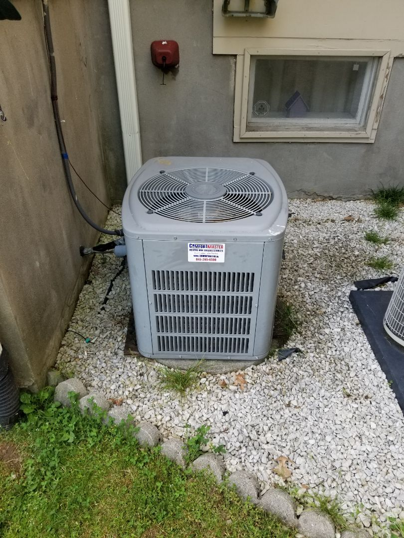 Mahopac, NY - American Standard Trane Air Conditioning unit using r22 freon, matched with Carrier Payne Coil and Gas Furnace.  Performed annual maintenance.