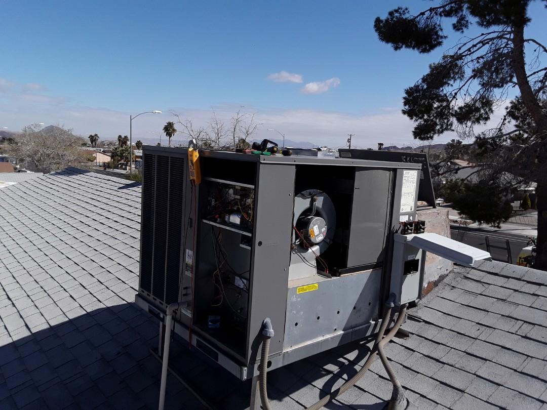 Las Vegas, NV - Rheem AC heat pump package system repair in Las Vegas roof system service.