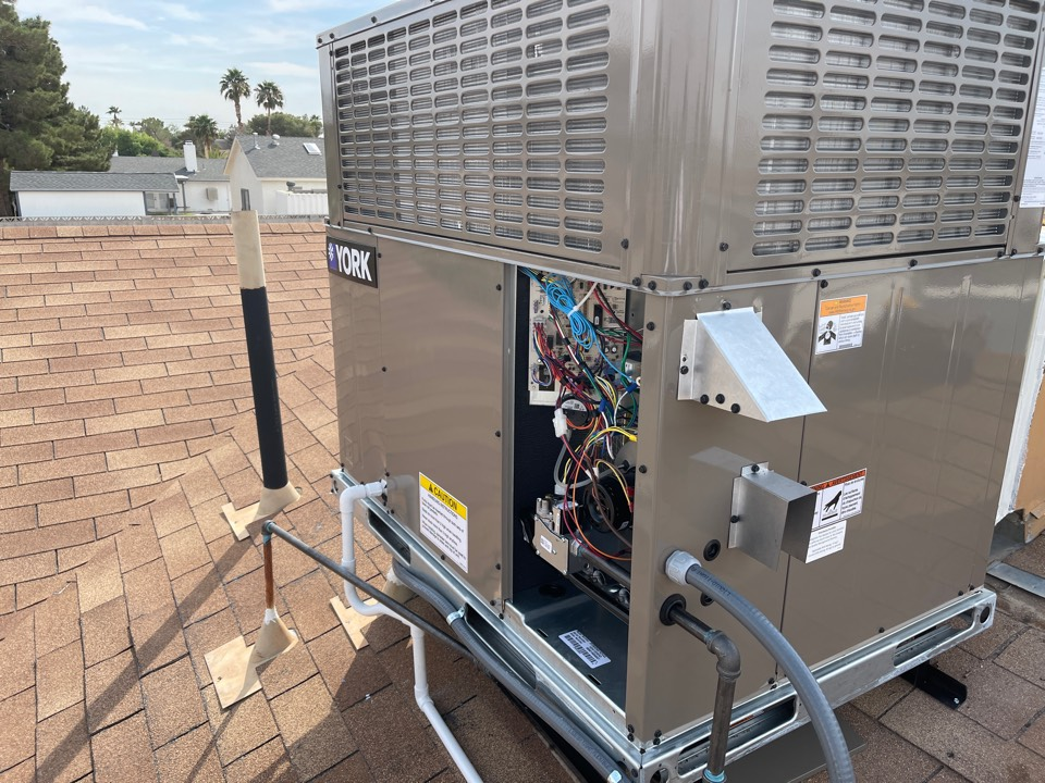 North Las Vegas, NV - Preformed installation of New York gas package roof unit