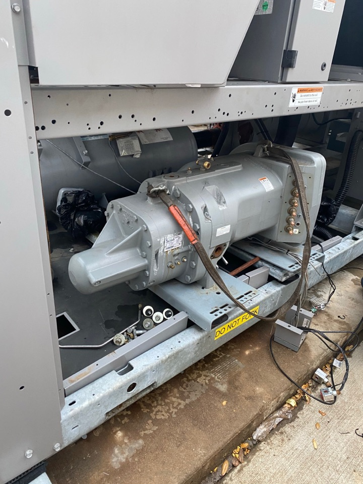 Pearland, TX - Replacing compressor on a 200 ton chiller