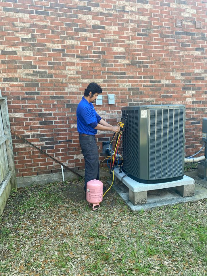 Pearland, TX - Walter installing a 16 SEER complete system