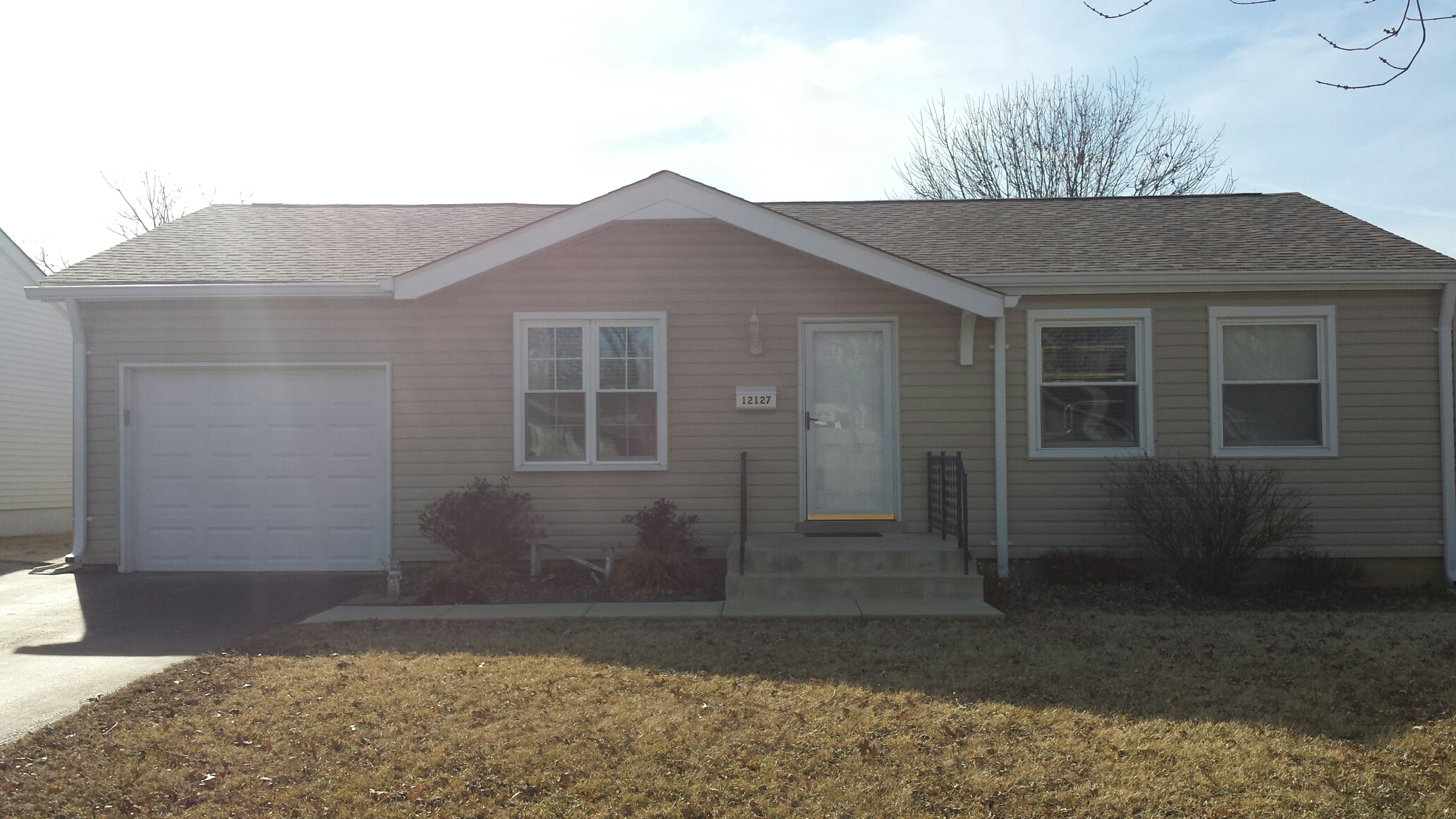 Maryland Heights, MO - New vinyl siding in Maryland Heights