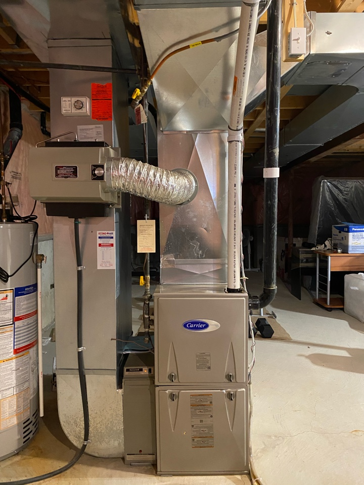 Scarborough, ON - I stall new Carrier 80,000 btu furnace in Scarborough with bee pipe for exhaust.