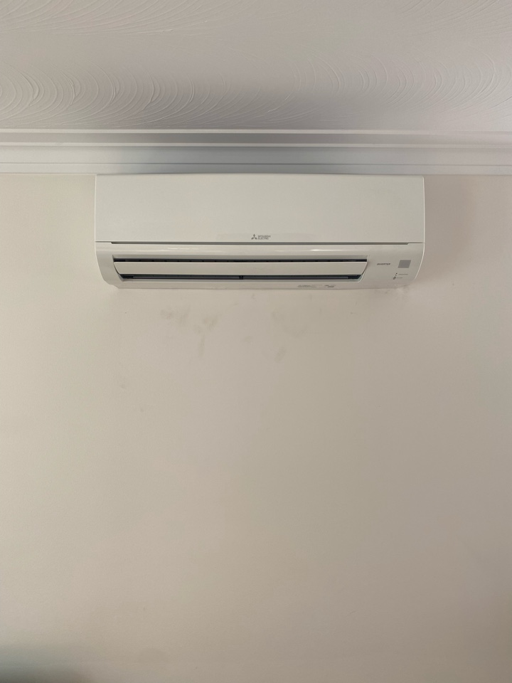 Old Toronto, ON - Install 18k btu ductless and  a 15k btu ductless downtown for two separate apartments in same building.
