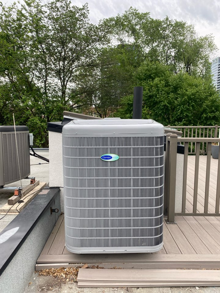 Old Toronto, ON - Install carrier 3 ton 24 seer 13HSPF Green speed infinity heat pump downtown in Yorkville on the roof.