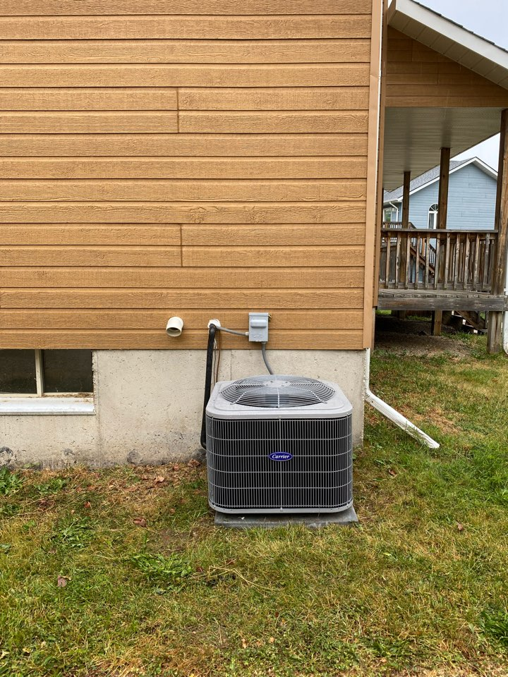 The Blue Mountains, ON - Install Carrier 3ton air conditioning in Blue Mountain.