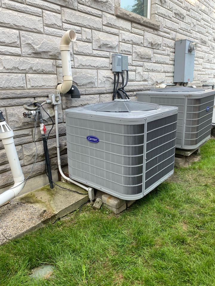 Vaughan, ON - Install new Carrier 4 ton air conditioner with case coil and Aprilaire 600MK humidifier in Thornhill.