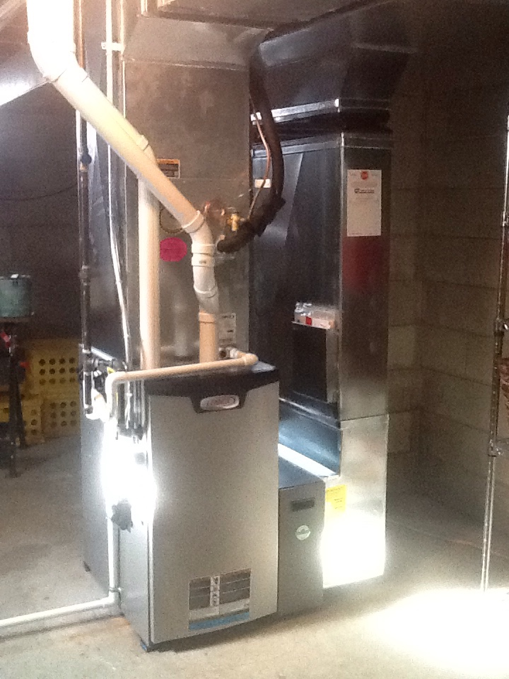 Stevensville, MI - Installed Lennox furnace, AC, media air cleaner, and UV light