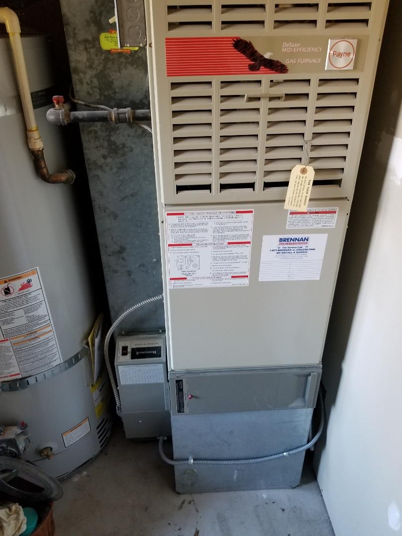 Marysville, WA - Providing an estimate to install a Lennox Signature Series sl280v furnace in Mukilteo.