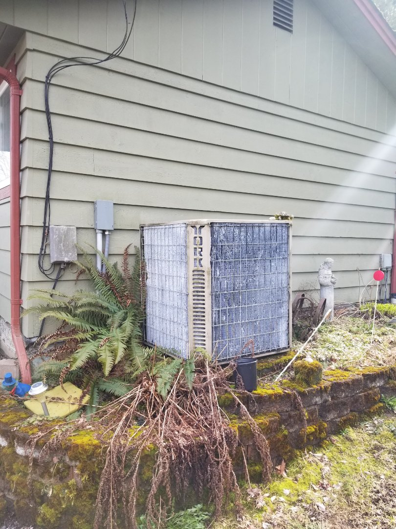 Tulalip, WA - Providing an estimate to install a Lennox Signature Series heat pump in Stanwood.