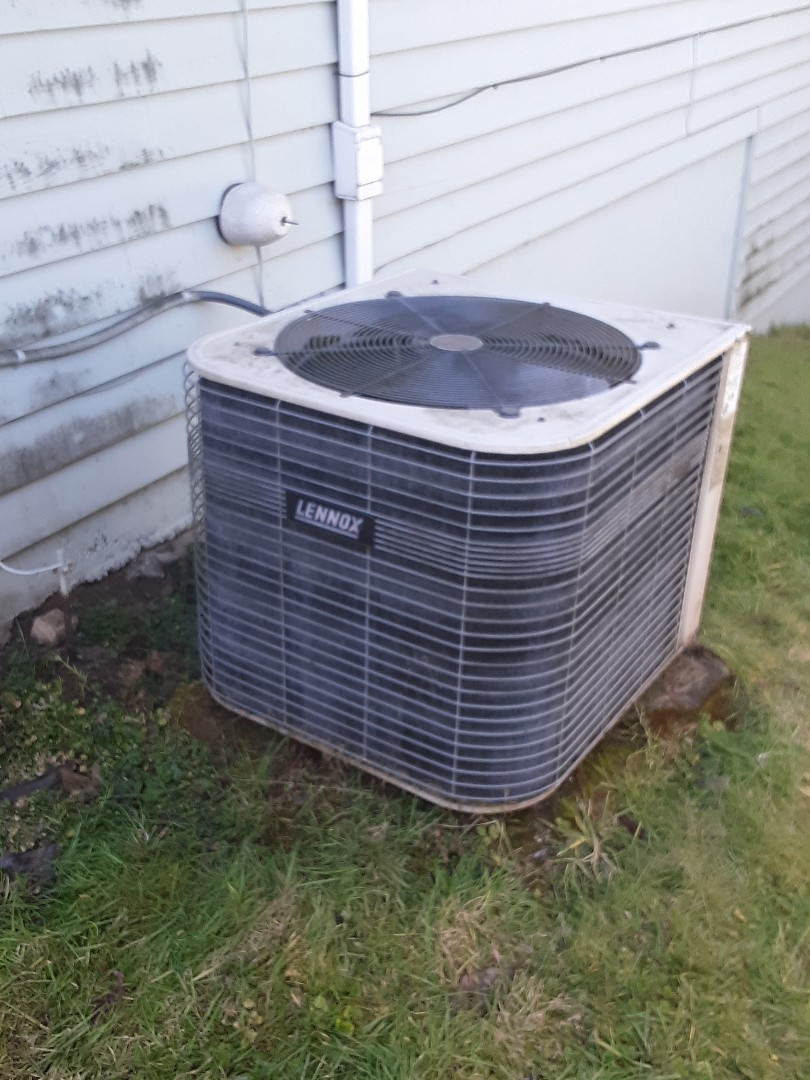 Snohomish, WA - Performed maintenance on a Lennox heat pump in Snohomish