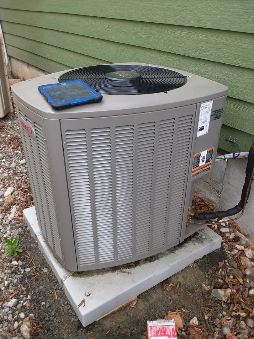 Lynnwood, WA - Completed planned maintenance on a Lennox air conditioner in Lynnwood.