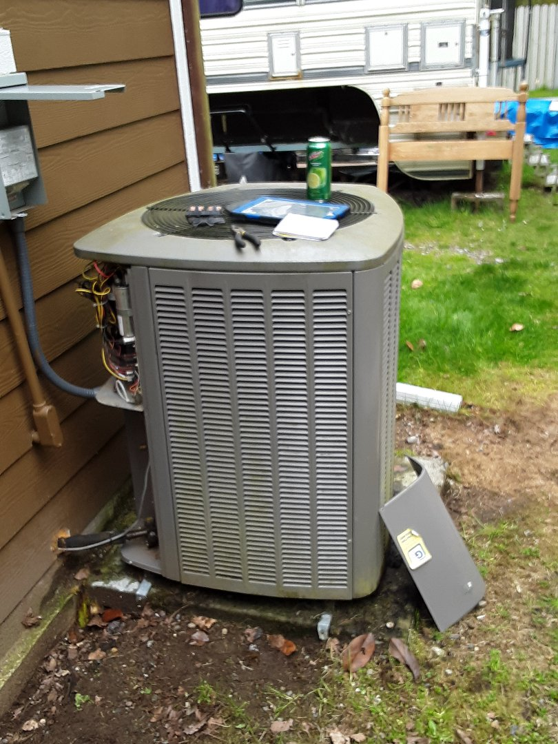 Monroe, WA - Plan maintenance on a Lennox heat pump in Gold Bar
