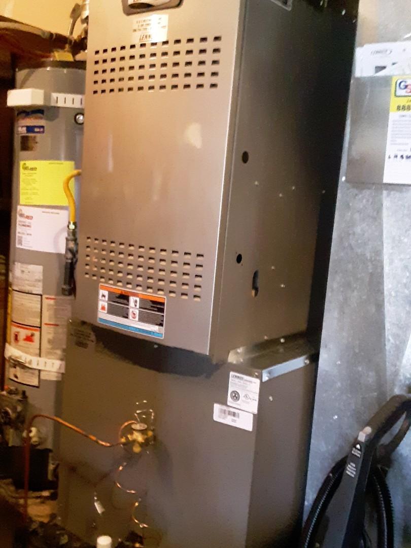 Lynnwood, WA - Planned maintenance on a Lennox heat pump in Lynnwood