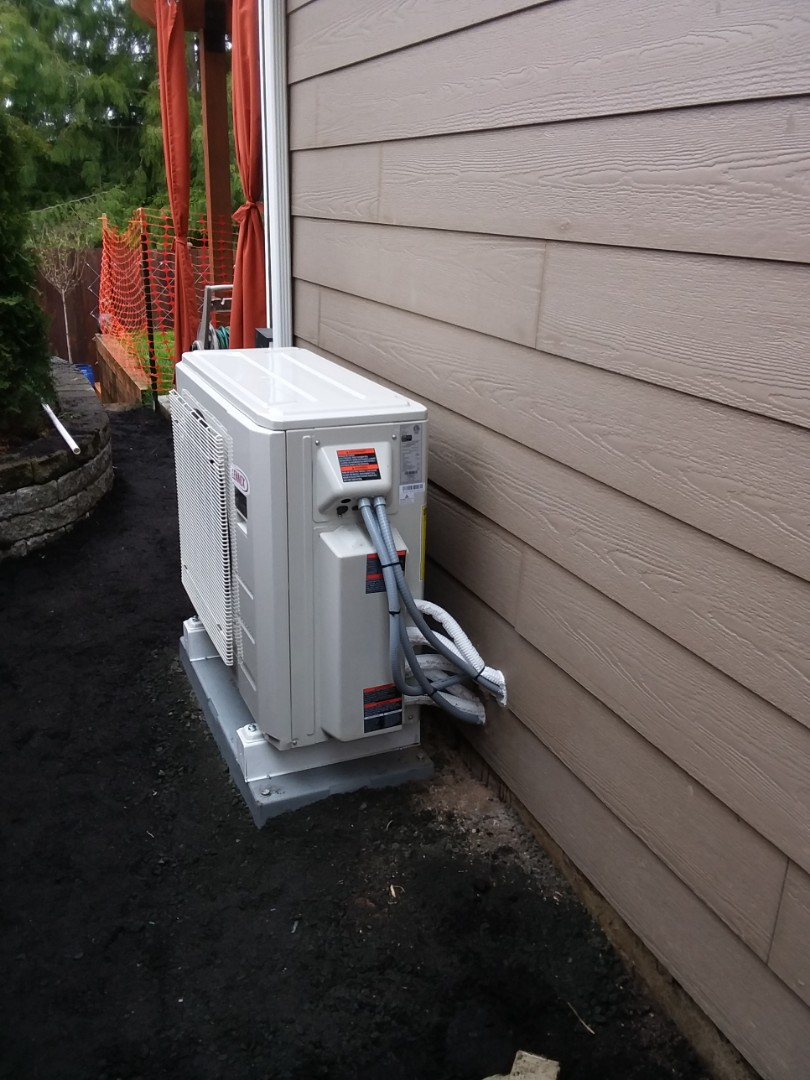 Marysville, WA - Just finished installing a Lennox heat pump ductless mini-split system in Marysville with three indoor heads