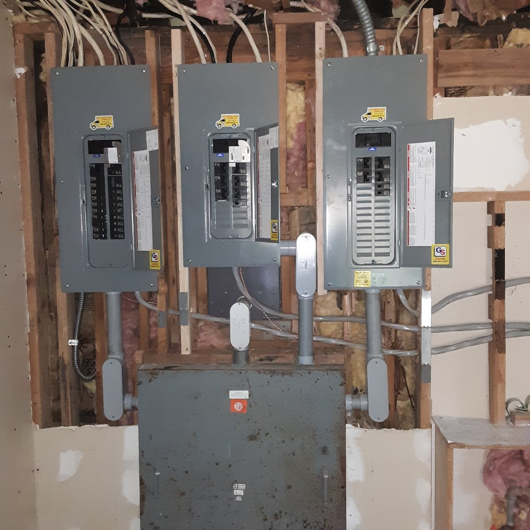 Snohomish, WA - Installing a pb 50 home standby generator outlet. Installing two SQUARE D Homeline interlock kit.