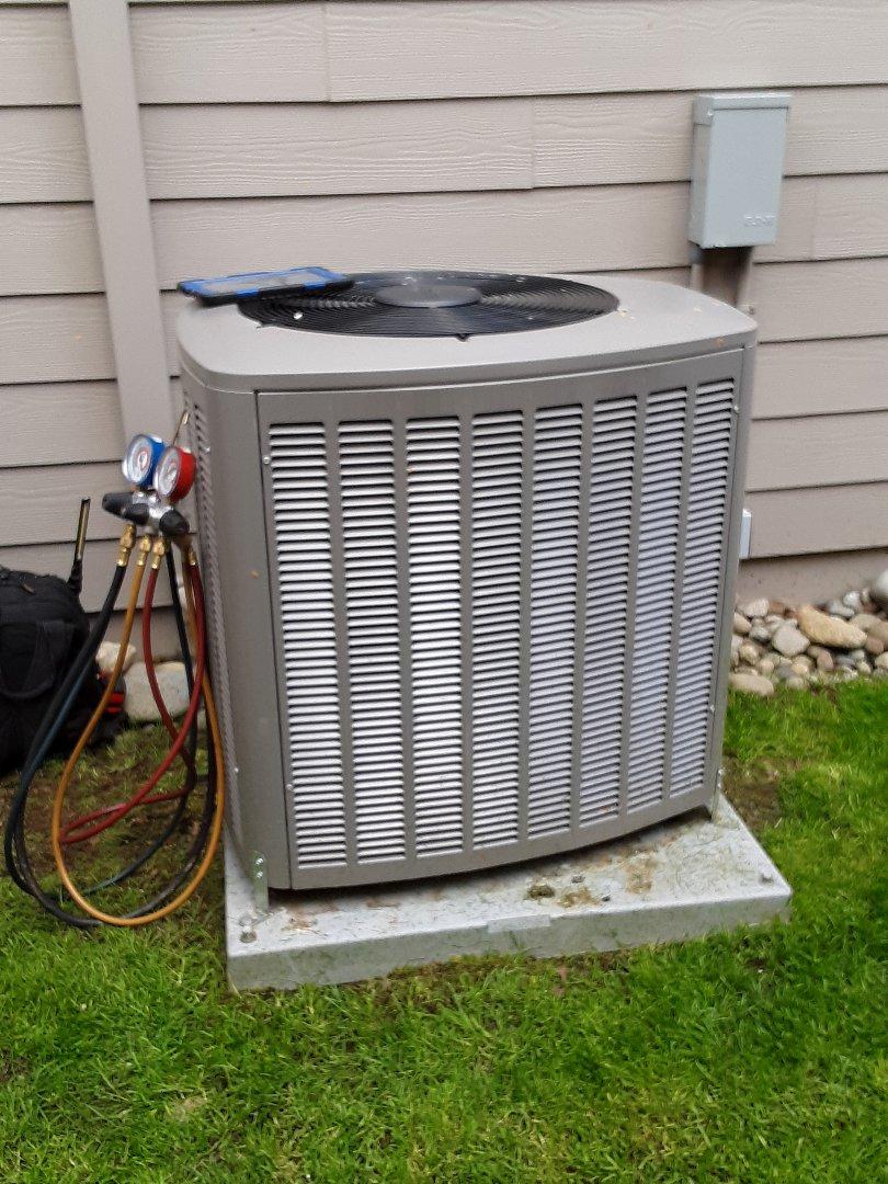 Lynnwood, WA - Planned maintenance on a Lennox AC