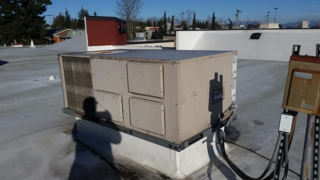 Everett, WA - Installation of new Carrier packaged roof top unit in Everett Washington