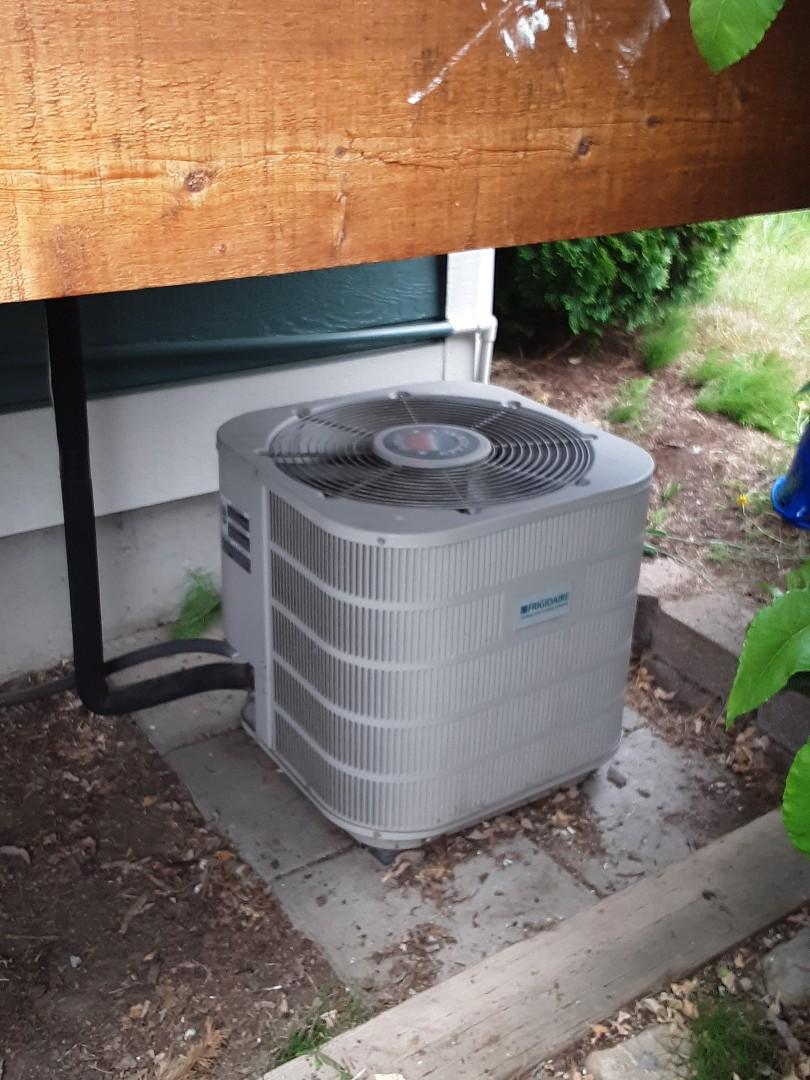 Lake Stevens, WA - Diagnostics on a Frigidaire air conditioner in Marysville