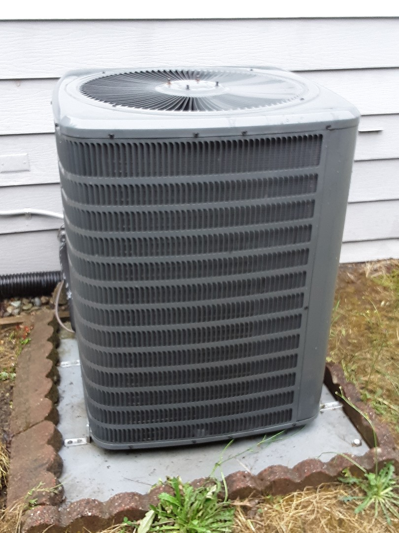Everett, WA - Condenser coil cleaning on a Goodman heat pump in Everett