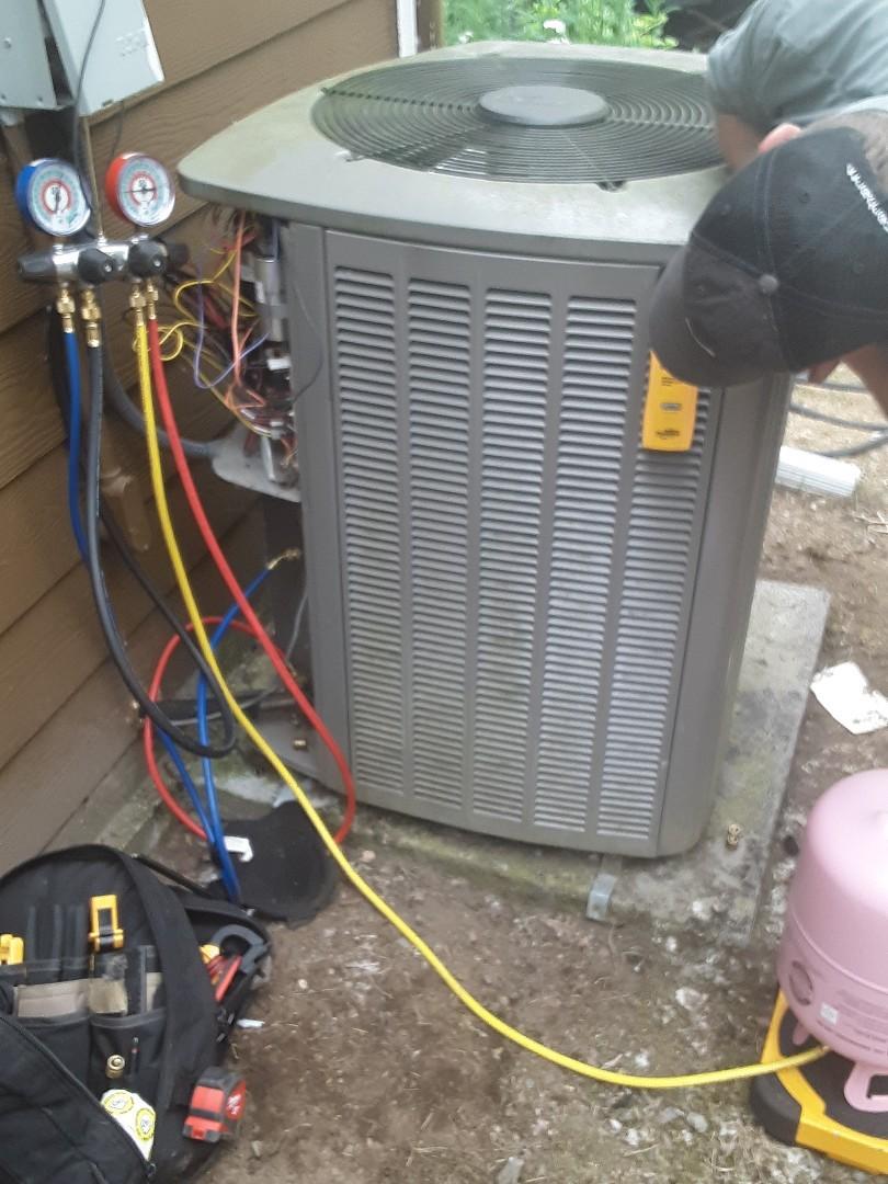 Everett, WA - Diagnostics on a Lennox AC in Everett