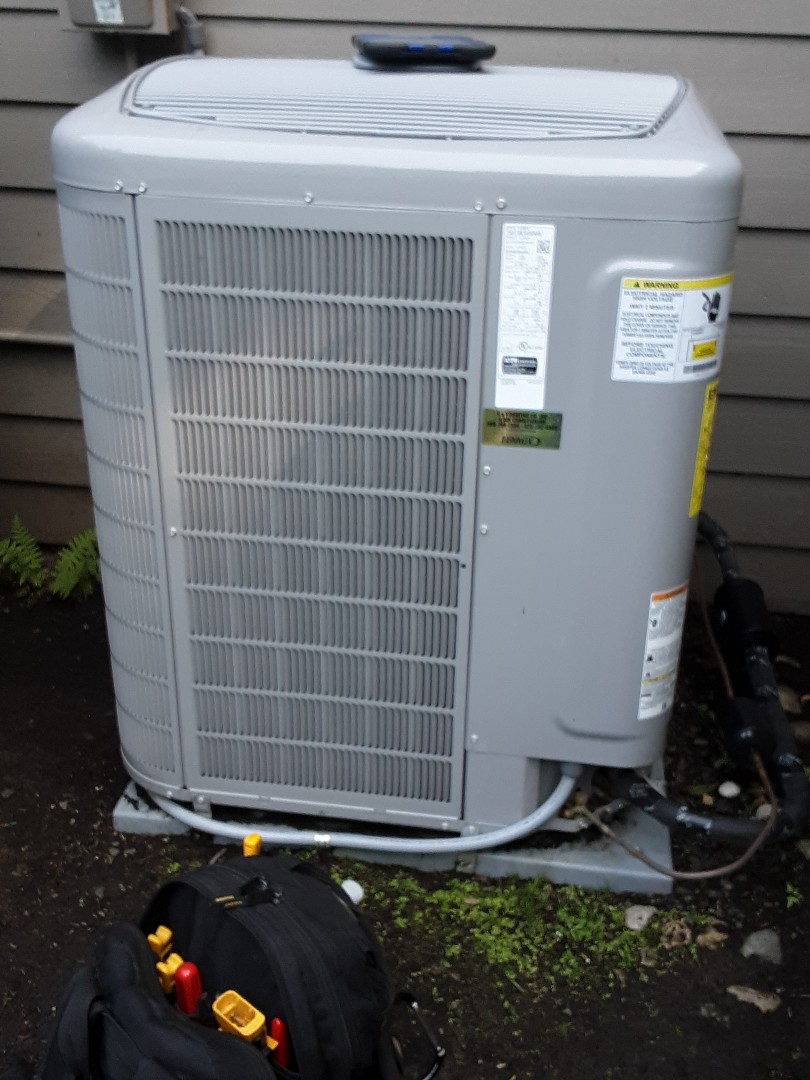 Lynnwood, WA - Planned maintenance on a Carrier heat pump in Millcreek