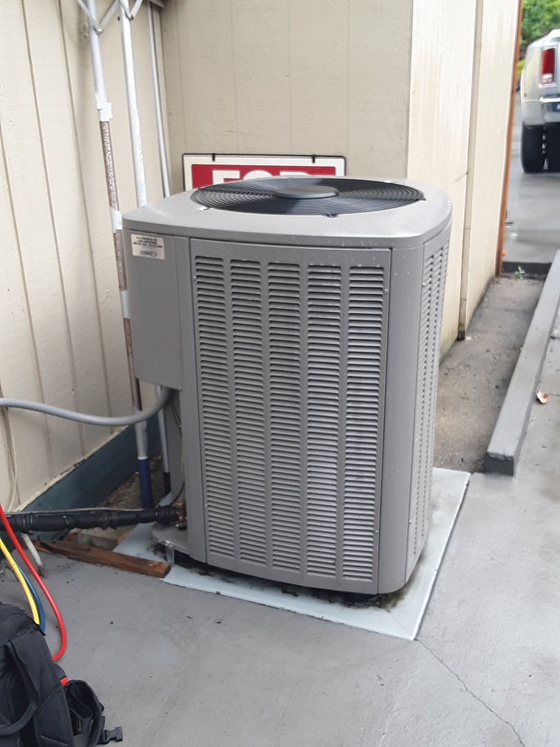 Brier, WA - Planned maintenance on a Lennox heat pump in Lynnwood