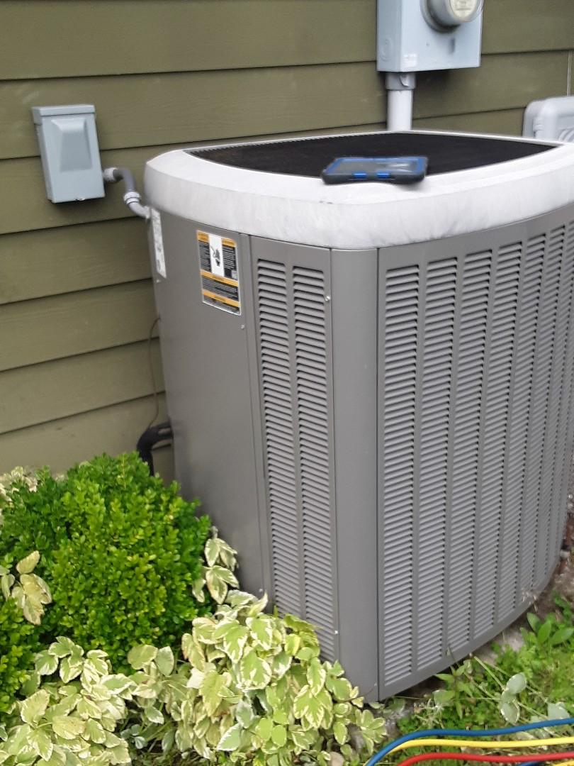 Brier, WA - Planned maintenance on a Lennox heat pump in Brier