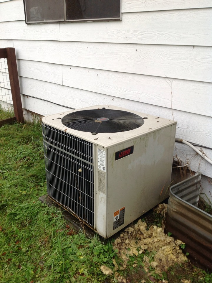 Monroe, WA - Diagnostics turned up a few issues. Cleaned indoor coil, replaced relay in heat pump, and heat pump dual run capacitor. Installed new Wi-Fi Pro 8000 Thermostat. System is running great.