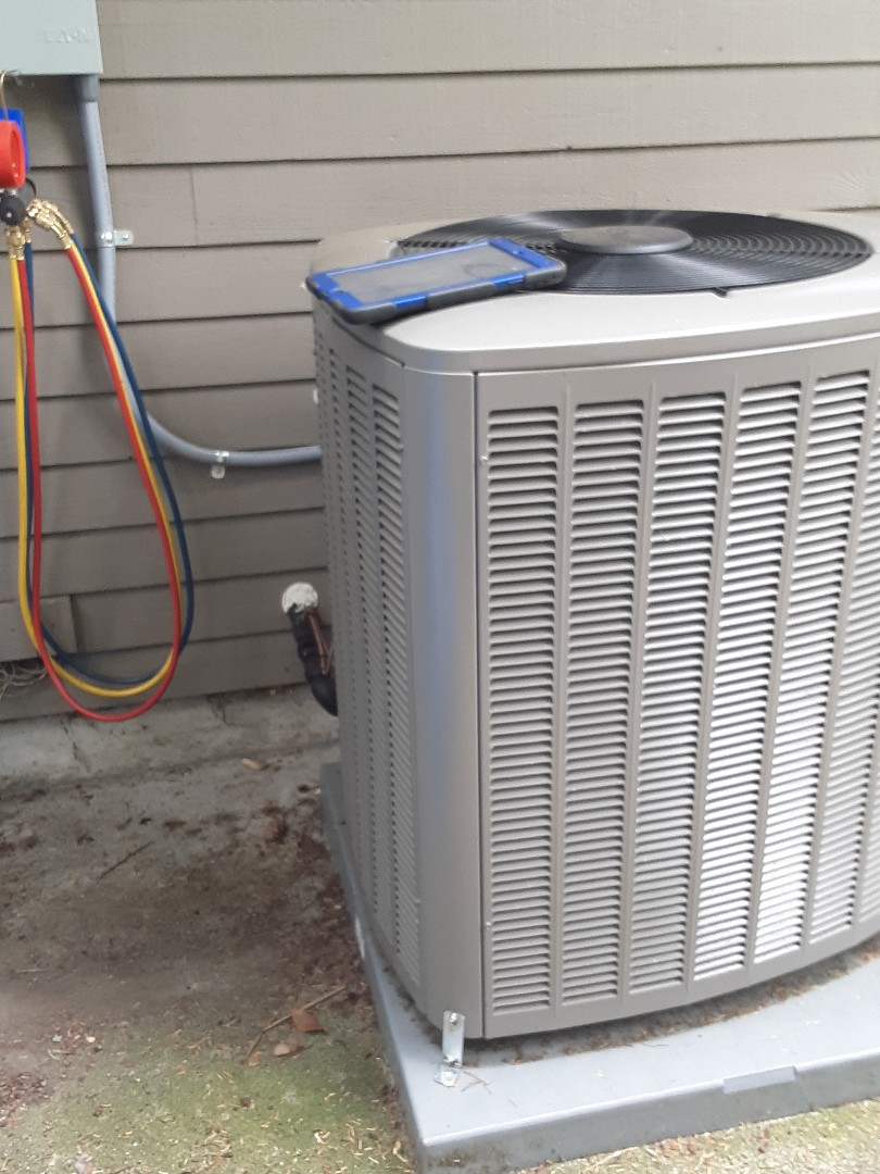 Brier, WA - Planned maintenance on a Lennox AC in brier